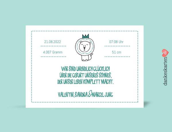 Geburtskarten Junge - Kleiner Löwe selber gestalten mit eigenem Foto, Design grün, hellgrün, Rückseite, Motiv Babykarten: Kleiner Löwe und Wolke mit änderbaren Mustertexten Fotokarte von dankeskarten.de. Zu den Dankeskarten zur Geburt kannst du hier passende Briefumschläge kaufen.