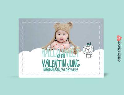 Geburtskarten Junge - Kleiner Löwe selber gestalten mit eigenem Foto, Design grün, hellgrün, Vorderseite, Motiv Babykarten: Kleiner Löwe und Wolke mit änderbaren Mustertexten Fotokarte von dankeskarten.de. Zu den Dankeskarten zur Geburt kannst du hier passende Briefumschläge kaufen.