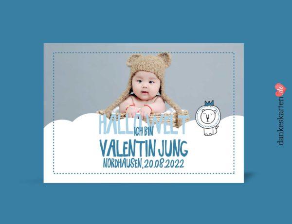 Geburtskarten Junge - Kleiner Löwe selber gestalten mit eigenem Foto, Design blau, hellblau, Vorderseite, Motiv Babykarten: Kleiner Löwe und Wolke mit änderbaren Mustertexten Fotokarte von dankeskarten.de. Zu den Dankeskarten zur Geburt kannst du hier passende Briefumschläge kaufen.